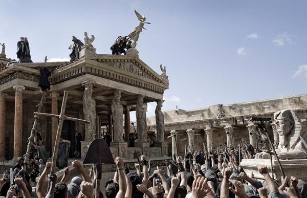 """Christenen vallen de Serapistempel in Alexandrië aan: scène uit de speelfilm """"Agora"""""""