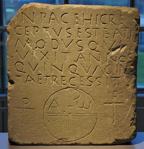 Grafsteen van de Frank Batimodus, overleden rond 400 (Archeologisch Museum Xanten)