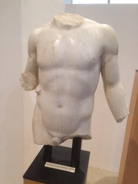 Fragment van een beeld van Antinoös (archeologisch museum van Vaison)