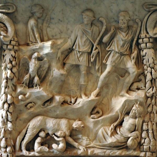 Ten onrechte meenden de Romeinen dat hun stad was gesticht door herders; daarom meenden ze dat het eeuwenoude Lupercalia-festival een herdersfeest moest zijn. Op dit reliëf, te zien op een altaar dat is gevonden in Ostia, ziet u hoe herders Romulus en Remus vinden. Het heeft verder niets met de Lupercalia te maken maar het is wel een leuk plaatje. (Palazzo Massimo, Rome)