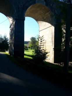 Au travers d'une arche