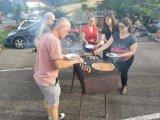 Pizzas, saucisses ou encore brochettes ont pris place sur les barbecues.