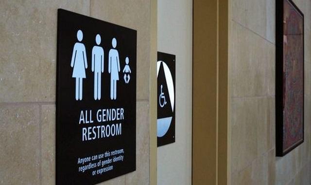 Igrejas poderão ser obrigadas a adotar banheiro para gays