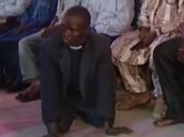 Pastor Cai Endemoninhado em Culto de Libertação e Confessa que Praticou Feitiçaria