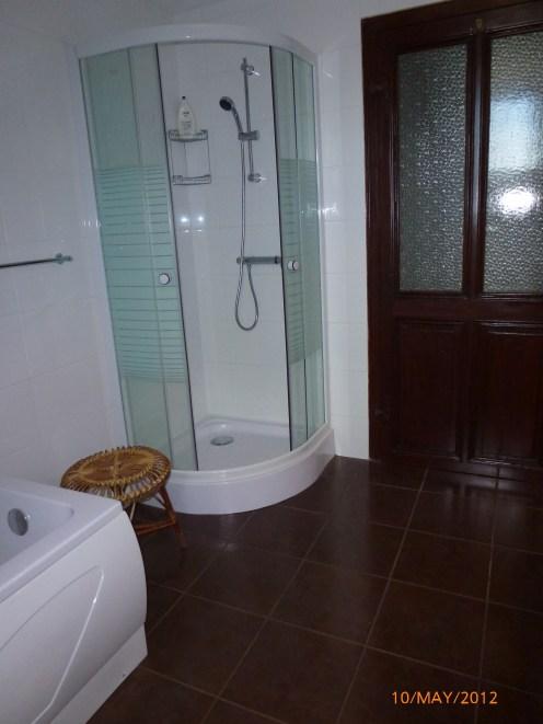 27 - Bathroom 2