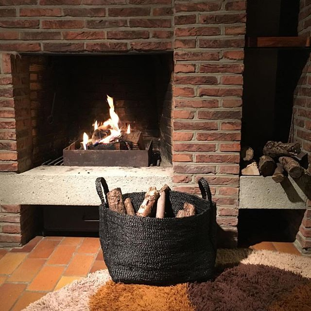 Thank you @RotanKado for this great photo of our dark charcoal jute log baskets, in Knokke-Heist, Belgium