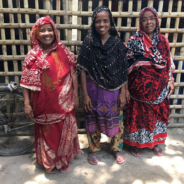 Halima (right) and her sisters - all experienced and highly skilled macramé producers