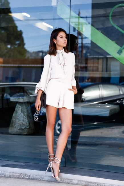 dressy shorts white with white blouse chic summer street style fashion