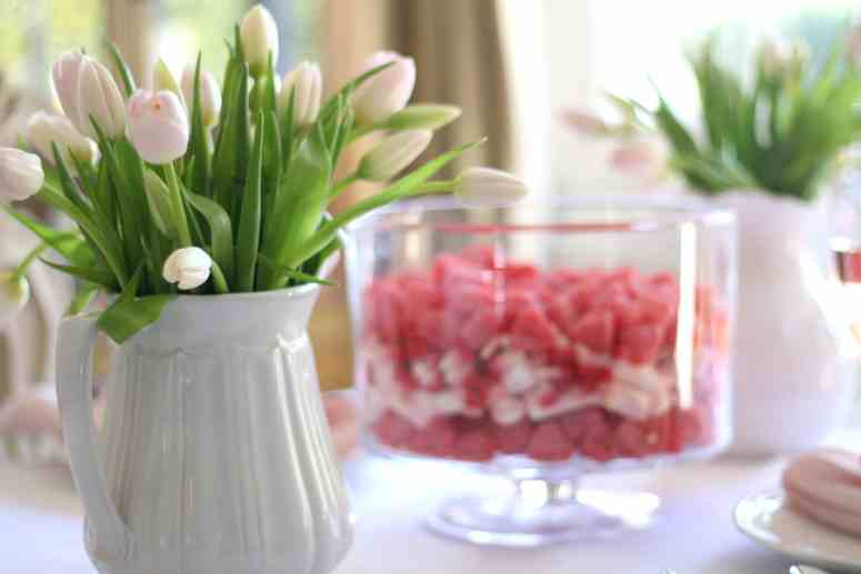 pink-tulips-valentines-day-table