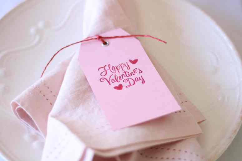 pink-valentines-day-tablescape