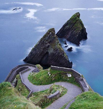 gorgeous-view-beach-path-cliff