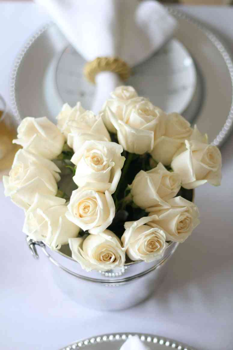 white-roses-valentines-table