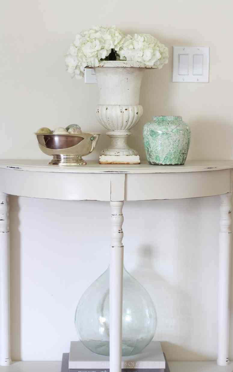 hydrangeas-urn-entry-table