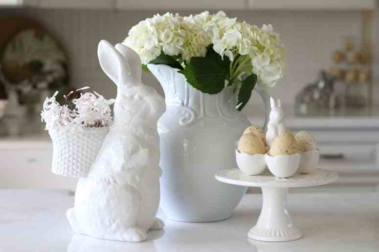 easter-decor-kitchen-vignette
