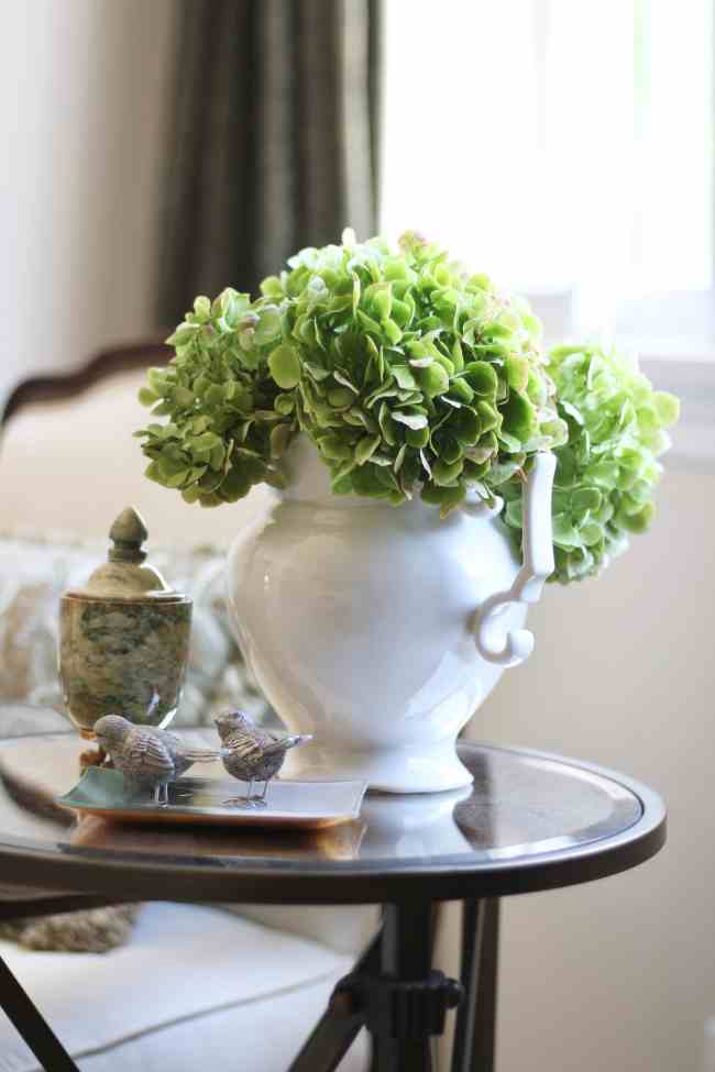 green-hydrangeas-flowers-decorating