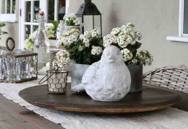 outdoor-space-table-decor-statue-lantern