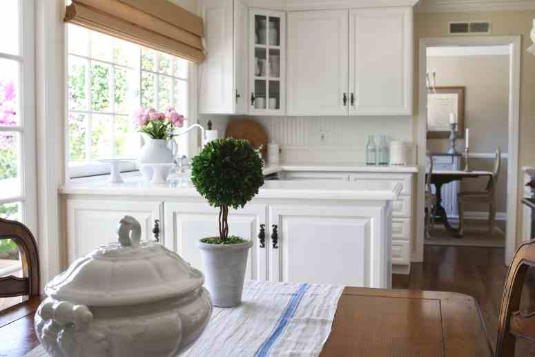 summer-home-tour-white-kitchen-grain-cloth-runner