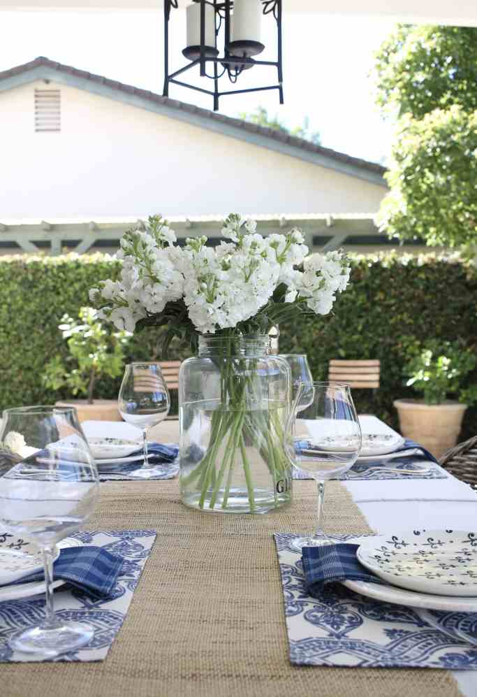 simple-summer-blue-and-white-tablescape-17