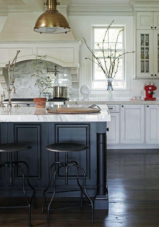 Friday Favorites - Twenty Gorgeous Black & White Kitchens