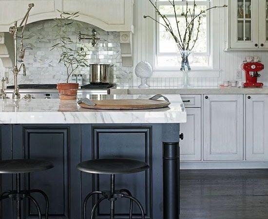 Friday Favorites – Twenty Gorgeous Black & White Kitchens