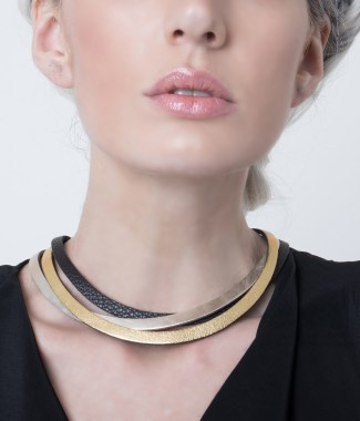 Collar trinity dorado dore negro
