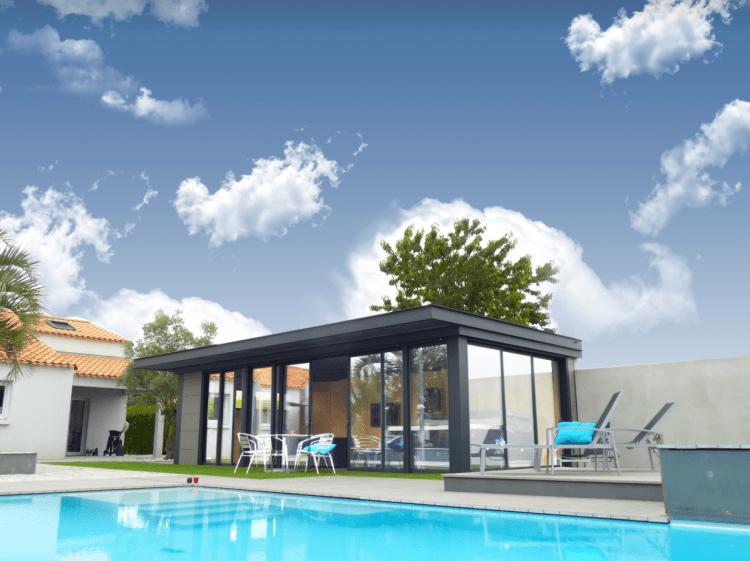 conceptalu-abrite-soleil-ciel-maison-et-jardin