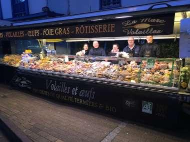 marché ouvert tous les vendredis matin de 8 heures à 13 heures