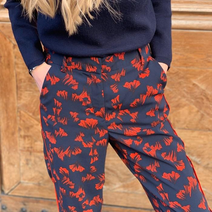 pantalon-imprimé-fleuri-floral-bleu-marine-rouge-vila-maison-prune