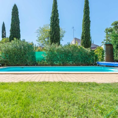 View of the Swimming pool and garden in holiday rental guest house aix en provence maison saint jerome