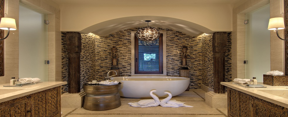 Luxury Bathrooms: Freestanding Bathtubs Define Luxurious