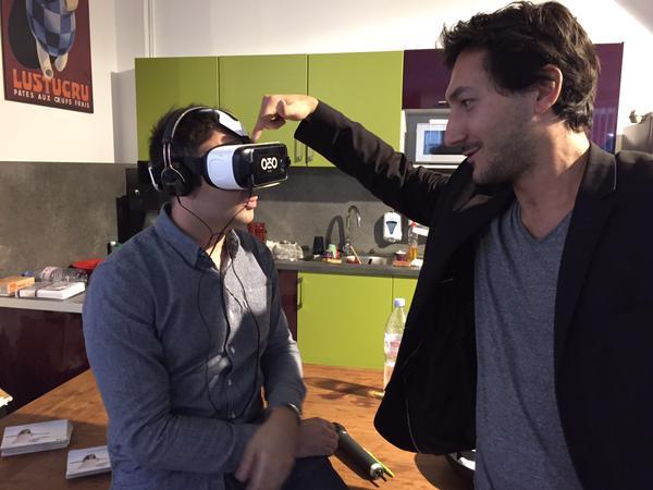 Mais où va le web au café numérique sur la réalité virtuelle. En plein essai du casque samsung gear VR 2