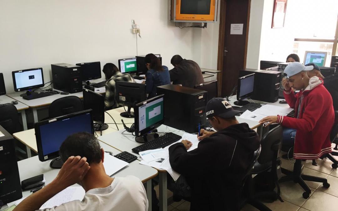 Estudantes matriculados na EJA devem confirmar a matrícula com código SMS