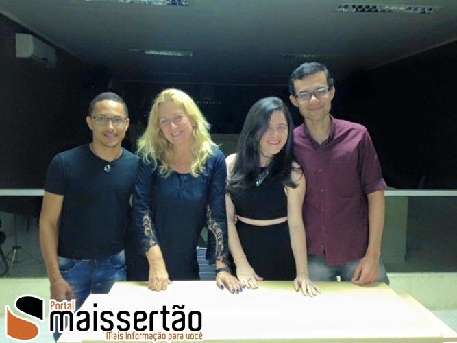 Os escritores João Paulo e Carmem Drumond, Éverton Santos e Christina Ramalho.