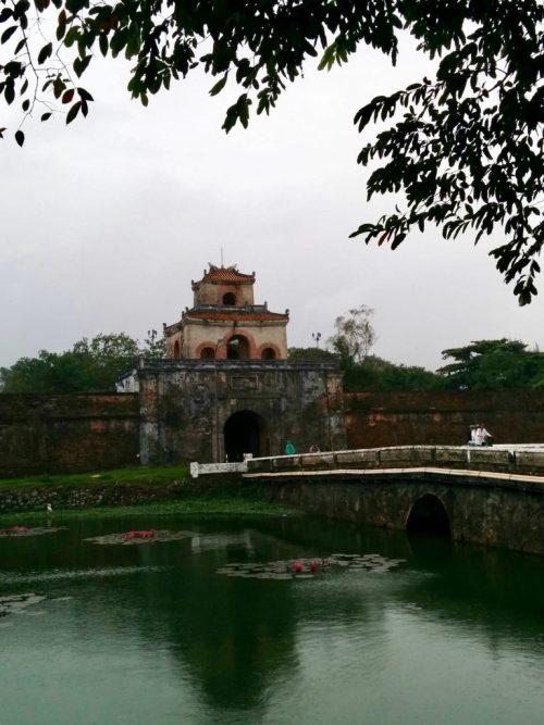 Um dos portões de acesso à Cidadela em Hue