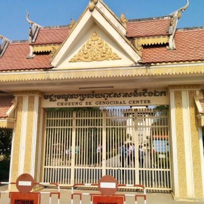 Entrada para o Campo de Extermínio Choeung Ek em Phnom Penh, Camboja.