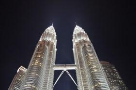 Torres Petronas em Kuala Lumpur a noite