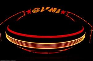 Manège OVNI, La Ronde, en mouvement, la nuit.
