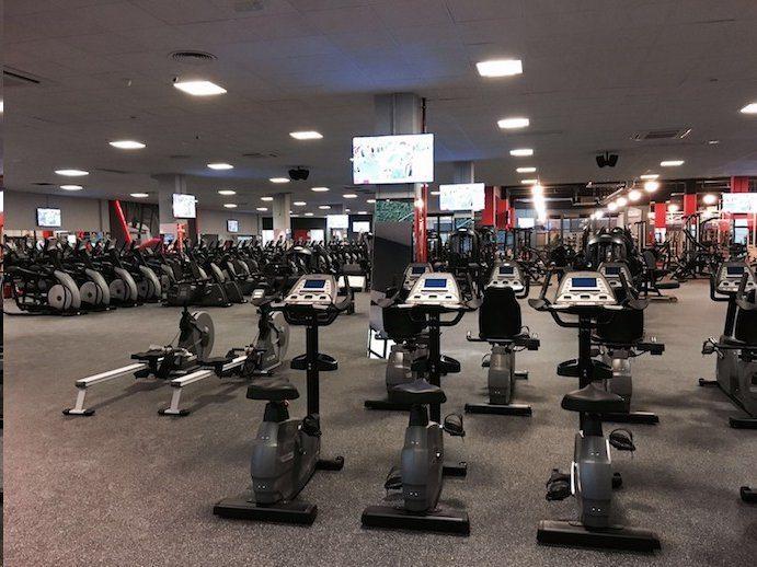 La cadena de gimnasios low cost fit up abre su 5 centro for Gimnasio o gimnacio