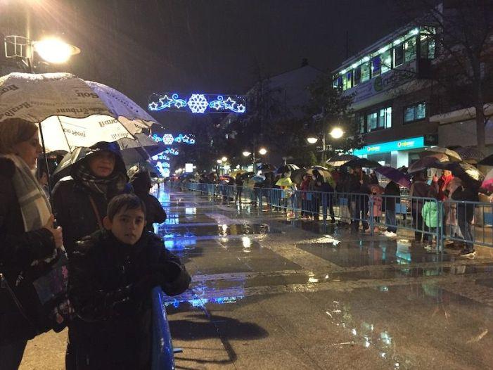 Cabalgata de Reyes Majadahonda 2018: la ilusión de los niños venció a la lluvia (Fotos)