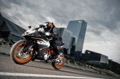 2014-KTM-RC125-In-Action_4
