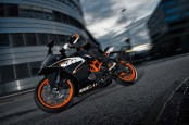2014-KTM-RC125-In-Action_6