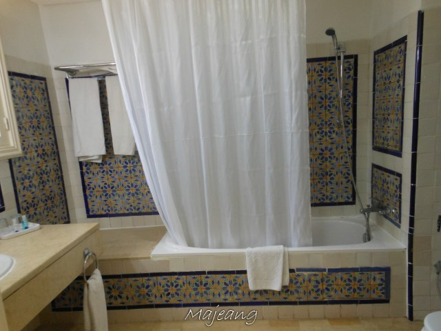 Visiting Tunisia on www.majeang.com, hotel Bathroom
