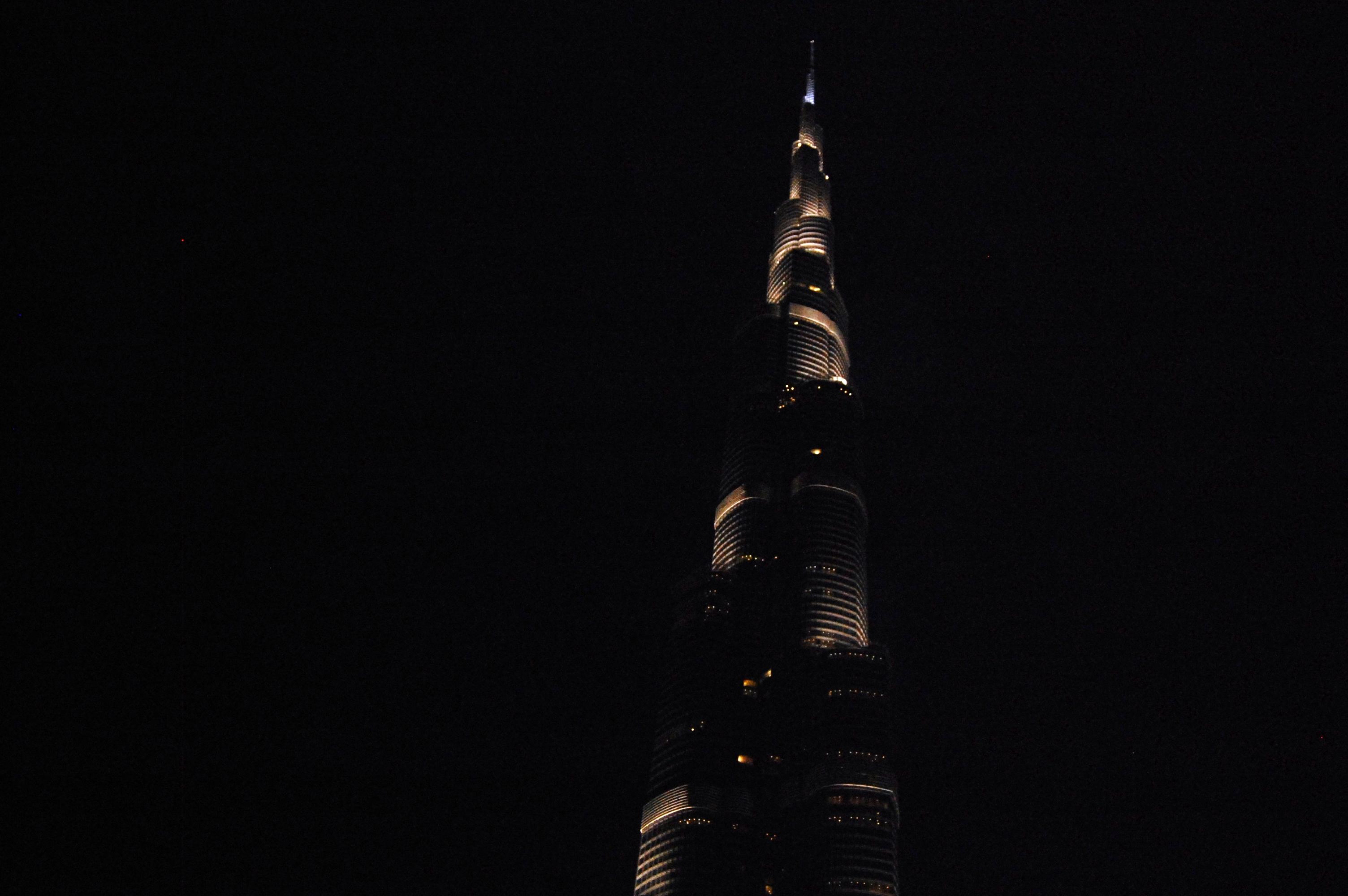 view of burj al khalifa outside dubai mall