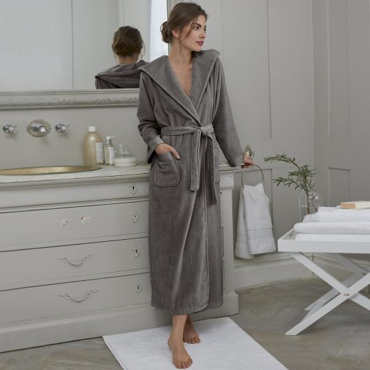 Affordable luxury giftguide- The white company bathrobe