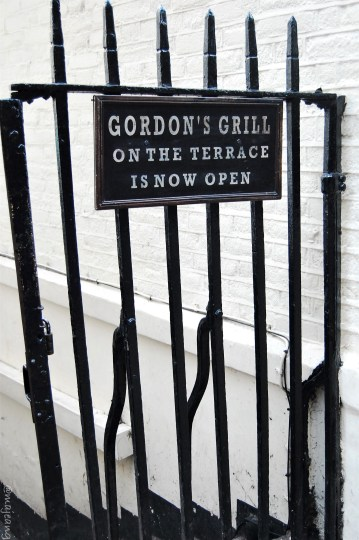 24 hours in London, Gordon's wine bar the oldest in London