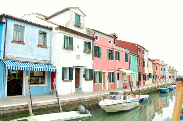 Top 3 Travel websites- Burano, Venice