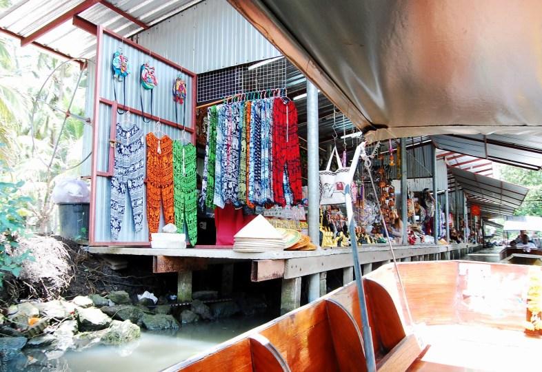damnoen saduak floating market stall