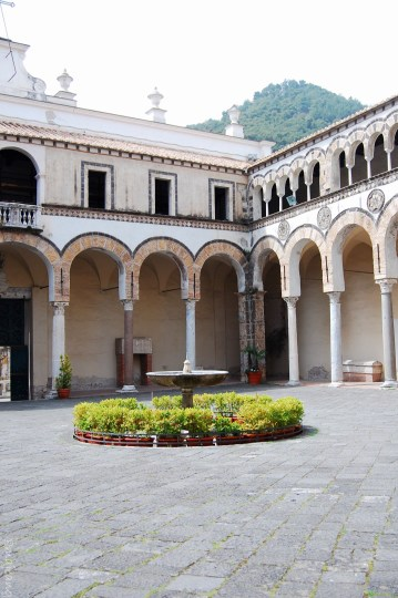 salerno cathedral courtyard