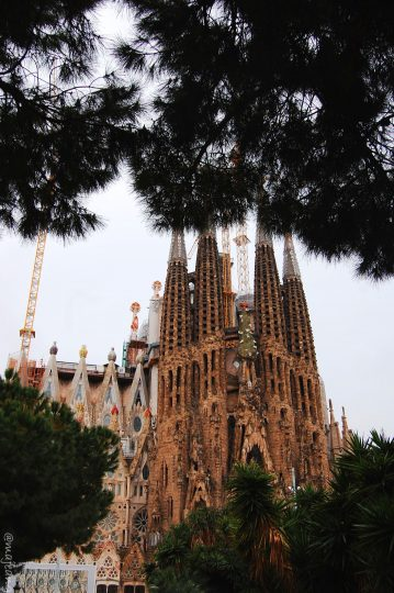 places worth visiting, La Sagrada Familia Barcelona