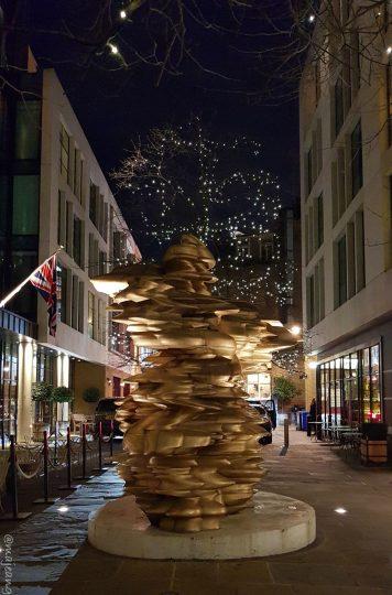 ham yard hotel restaurant- sculpture